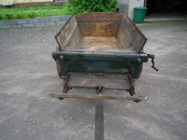 alte Pflugkarre, Holzwagen mit Sitzbank