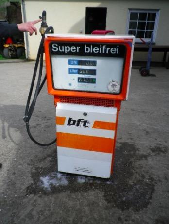 Alte Zapfsäule Tankstelle BP Heizöl