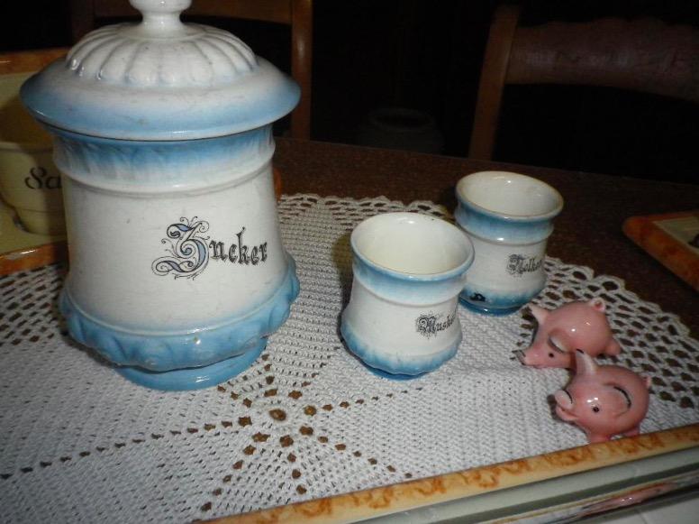 Antike Küchenartikel aus Omas Zeiten, alte Waschschüssel - Krug