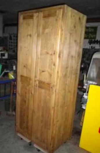 schöner alter Garderobenschrank, restauriert