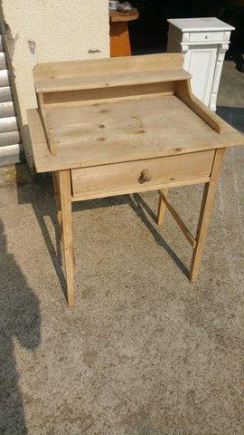 Komode, kleiner Tisch mit Schublade und kleiner Schrank