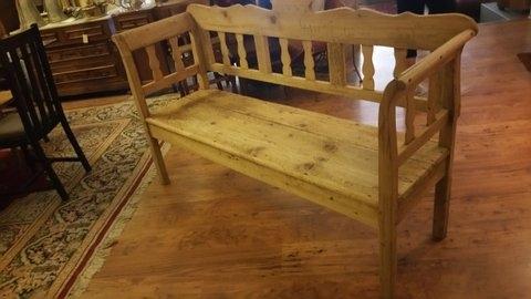 Schöne alte Holzbank