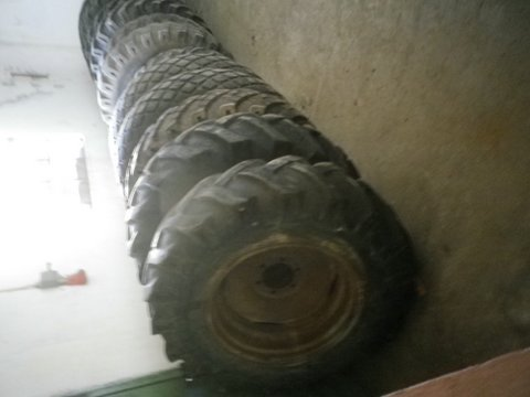 Diverses Reifen und Felgendepo Größen und Zustand auf Anfrage